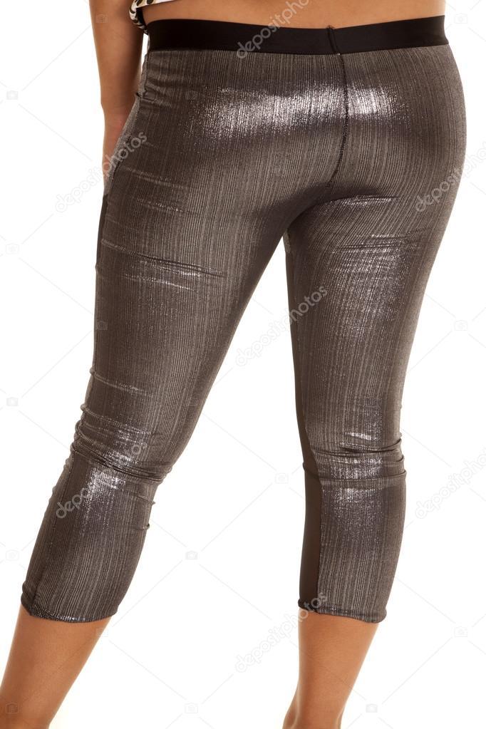 Женские ножки в блестящих леггинсах, баба трахает себя бутылкой смотреть онлайн
