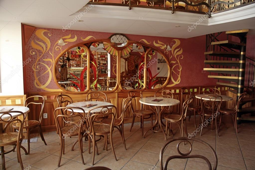 altes Café Interieur im typischen Wiener Stil, Bratislava ...