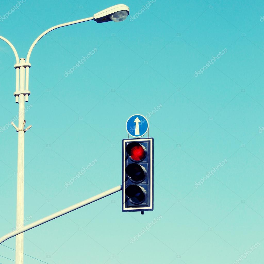Yeşil trafik ışığı, yeşil ok: kurallar, özellikler