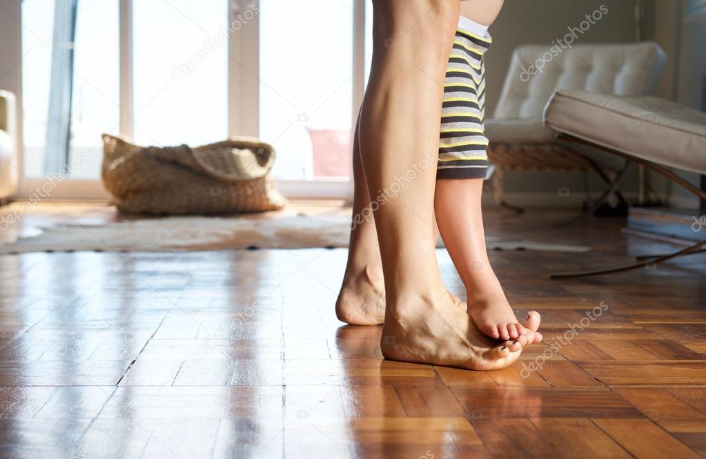 drop something on top of foot - 1023×665