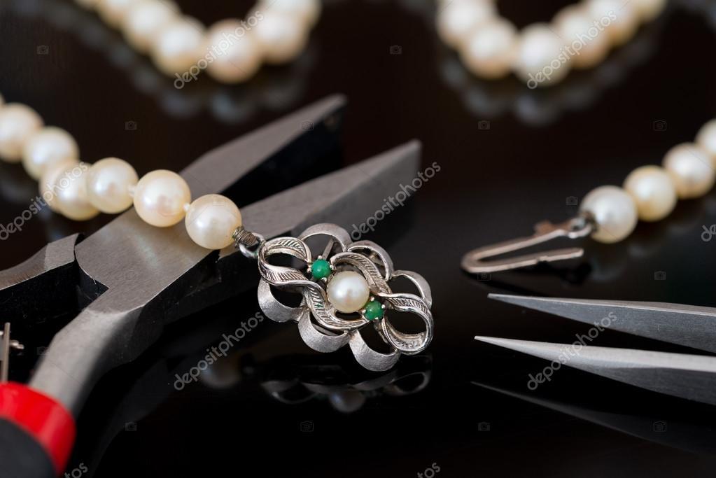 Reparation och restaurering av smycken — Stockfotografi © gitanna ... 019776995441a