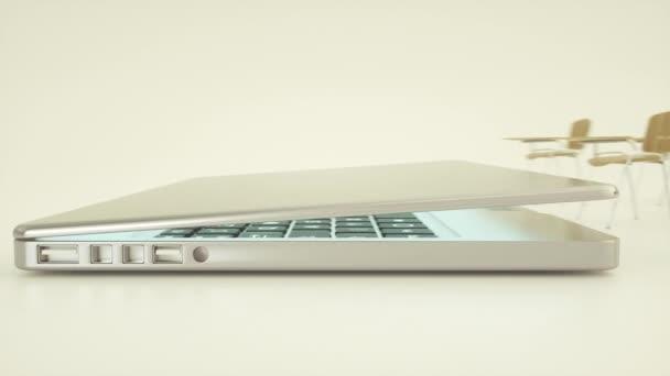 Digitális tantermi online oktatási koncepció. Iskolai asztalok és laptop