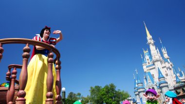 Snow white greeting visitor