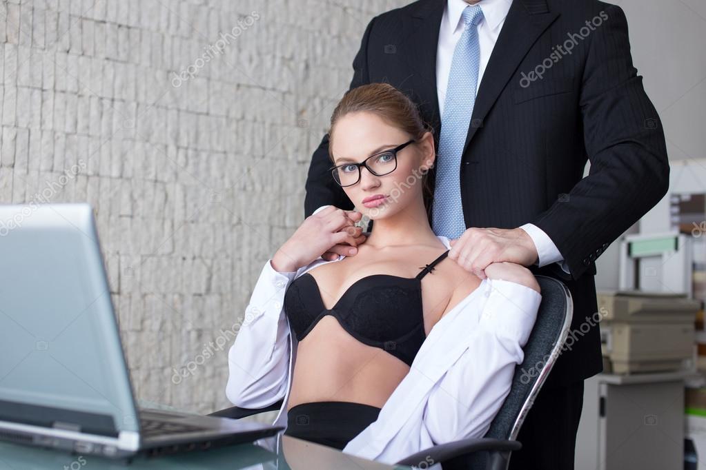 stariy-shef-i-sekretarsha-neskolko-foto-seks