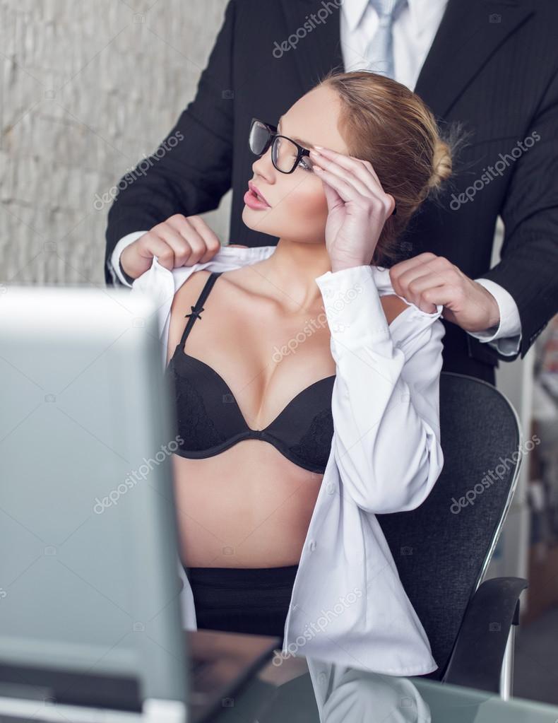 Порно онлайн секретарша соблазнила начальника фото