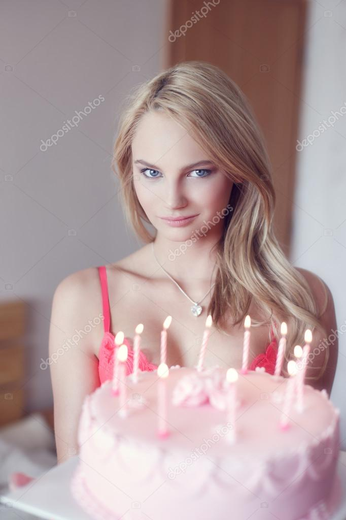 Presentacion y anexo Depositphotos_80082002-stock-photo-sexy-blonde-woman-holding-birthday