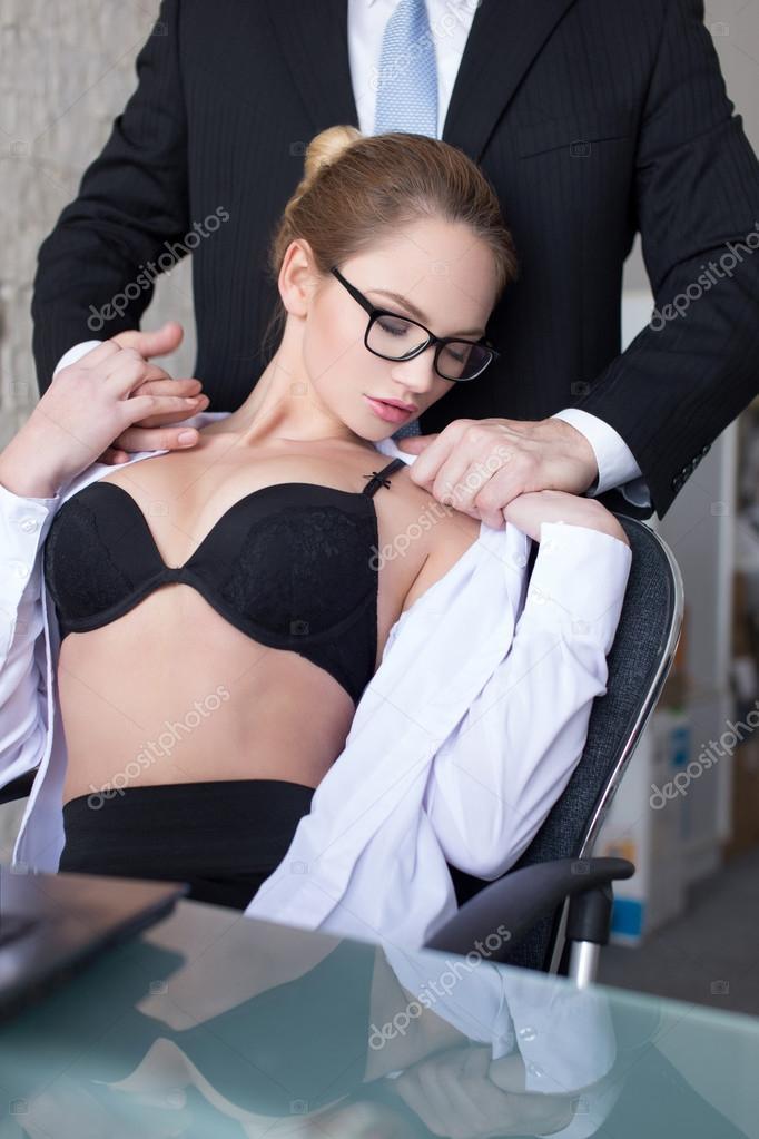 глаза загорелись, в офисе директорша целуется с секретаршей очень хотели жениться