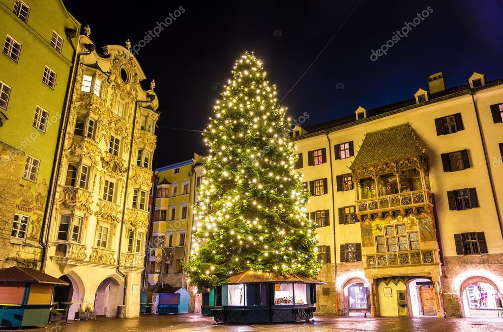 österreich Weihnachtsbaum.Weihnachtsbaum In Der Innenstadt Von Innsbruck österreich
