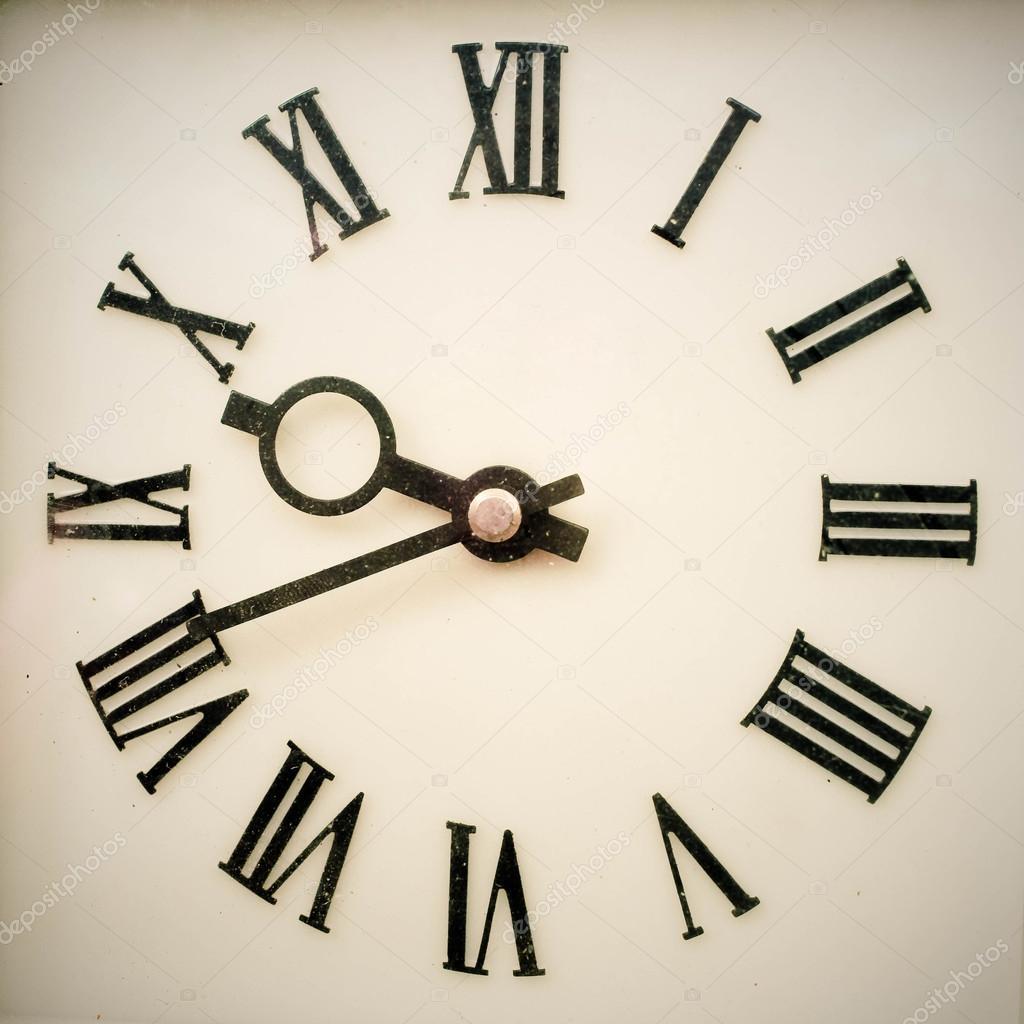 4ce469b4ab4 antigo relógio de parede antigo — Stock Photo © IrynaTiumentsev ...