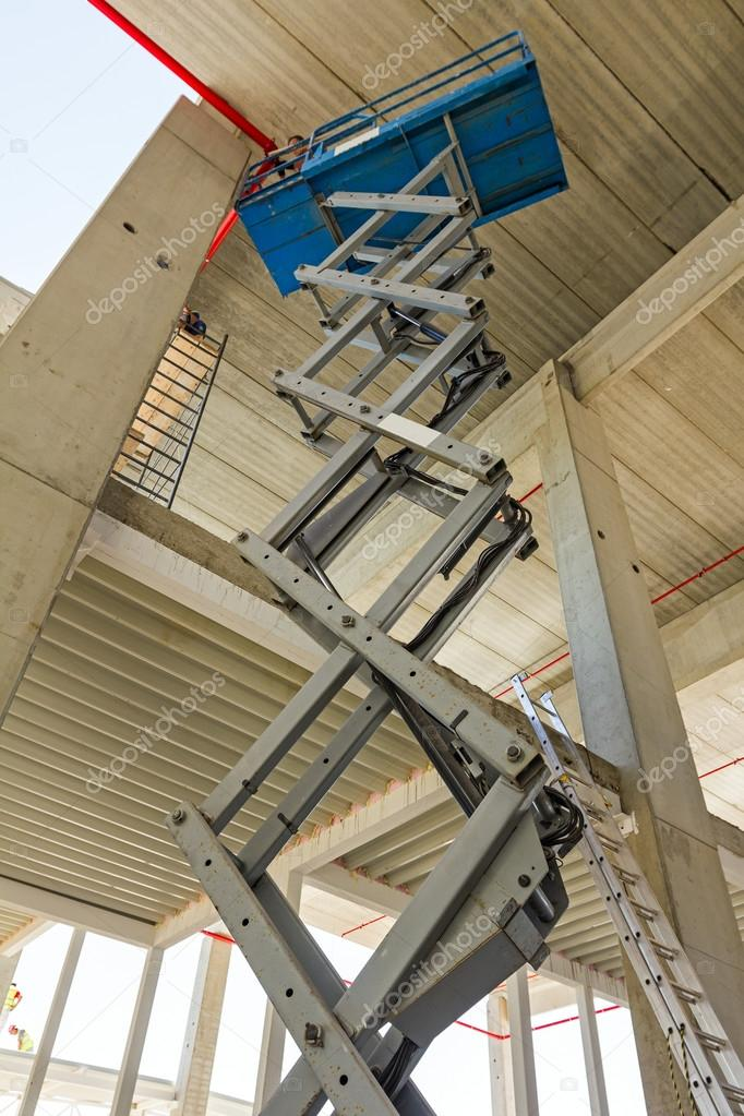 Scissor lift platform on a construction site  — Stock Photo