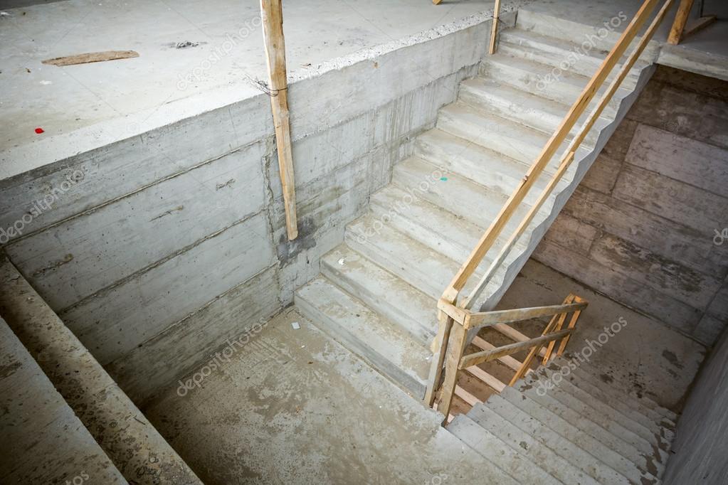 Roman023 102249700 for Pisos para escaleras de concreto