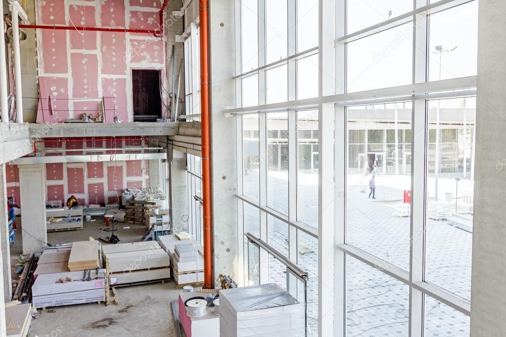 Mostra su showroom con pareti in cartongesso e grande for Immagini di pareti in cartongesso