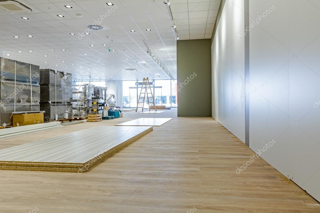 3d Folie Für Fußboden ~ Blick auf großen showroom mit fußboden aus laminat in einem