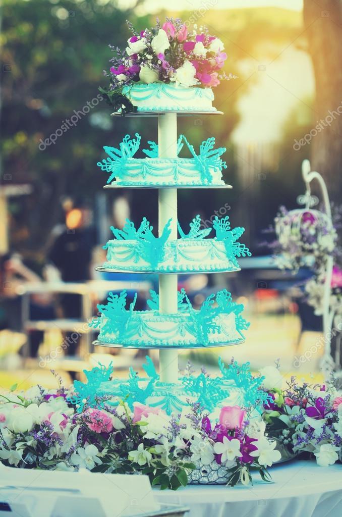 Blaue Und Weisse Hochzeitstorte Einstellung Stockfoto