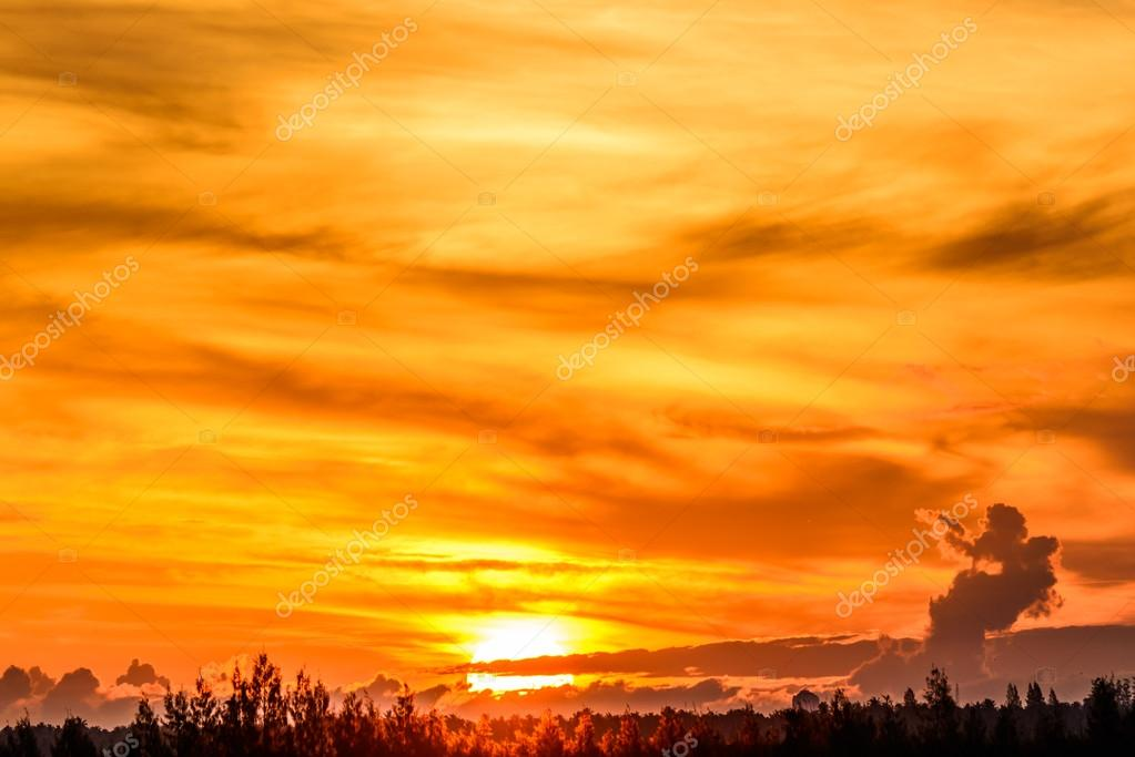 Grote zon neer met oranje warme kleur u2014 stockfoto © jayjaynaenae