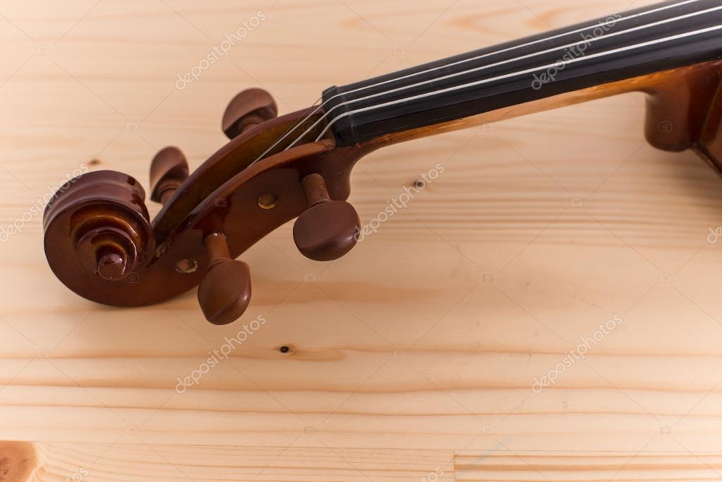 Nahaufnahme Der Geige Auf Holz Tisch Aus Pinienholz U2014 Foto Von Jayjaynaenae