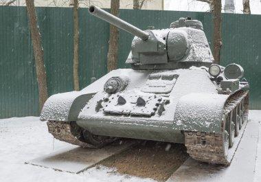 T 34-76- Soviet medium tank (1942), (snowing)