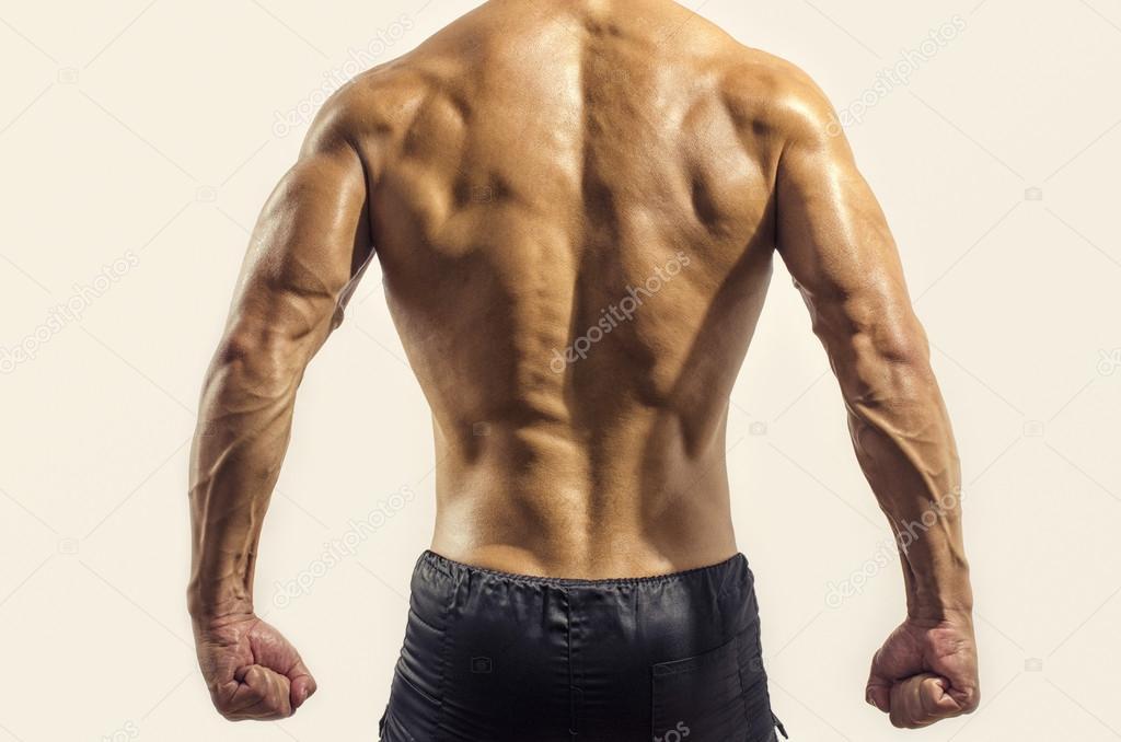 Bodybuilder zeigen seinen Rücken und Bizeps-Muskeln isoliert auf ...