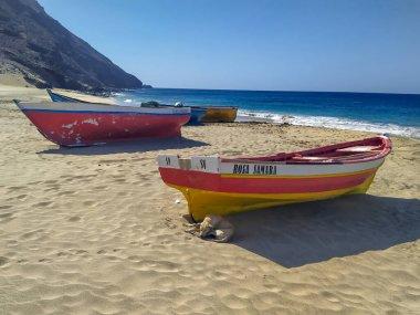 "Картина, постер, плакат, фотообои ""рыбацкие лодки на пляже сан-педро, остров сан-висенте, кабо-верде постеры плакаты"", артикул 431969656"