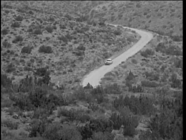 auto po venkovské silnici