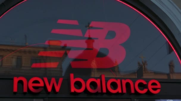 persona sílaba esclavo  New Balance Logo Sign Footwear Shop Black Friday Sale Market — Stock Video  © evgris #426700752