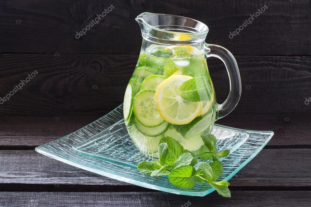 l 39 eau au citron concombre gingembre et menthe photographie 13 smile 103324758. Black Bedroom Furniture Sets. Home Design Ideas