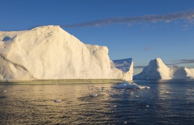 Huge icebergs of polar regions