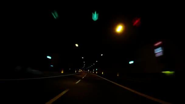 Rychlé auto projíždět tunnel_4k
