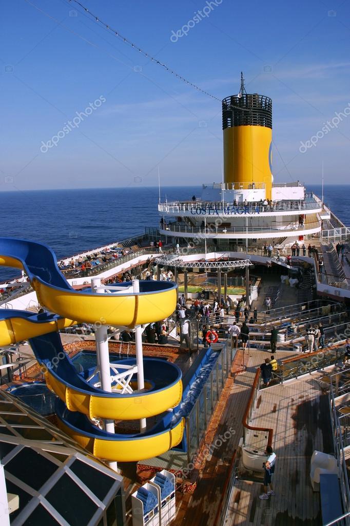 Sul ponte di nave da crociera costa magica foto for Costa magica immagini