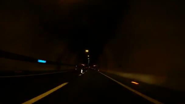 Rychlost auta jízdě tunelem