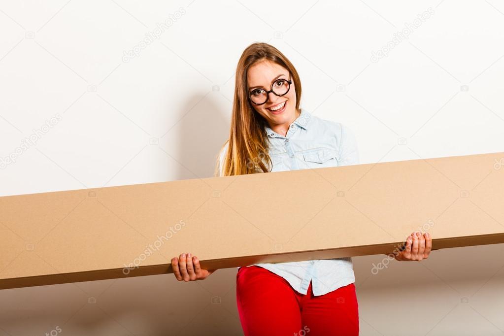 Femme Heureuse Emménager Dans Lu0027appartement, Boîteu2013 Images De Stock Libres  De Droits
