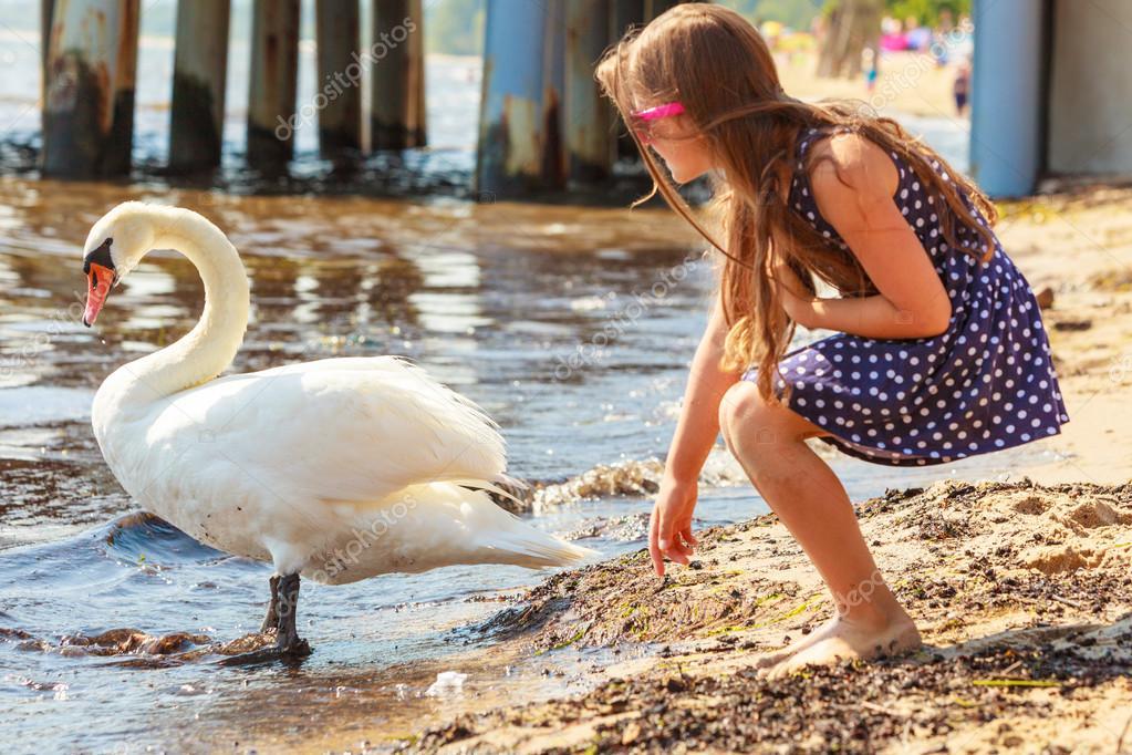 Μεγάλο πουλί για το κορίτσι