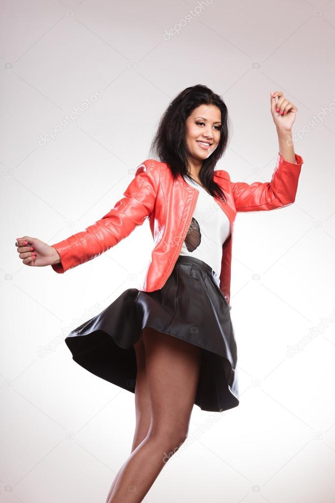 a8f78dd69 Szépség nő a piros kabát — Stock Fotó © Voyagerix #121874260