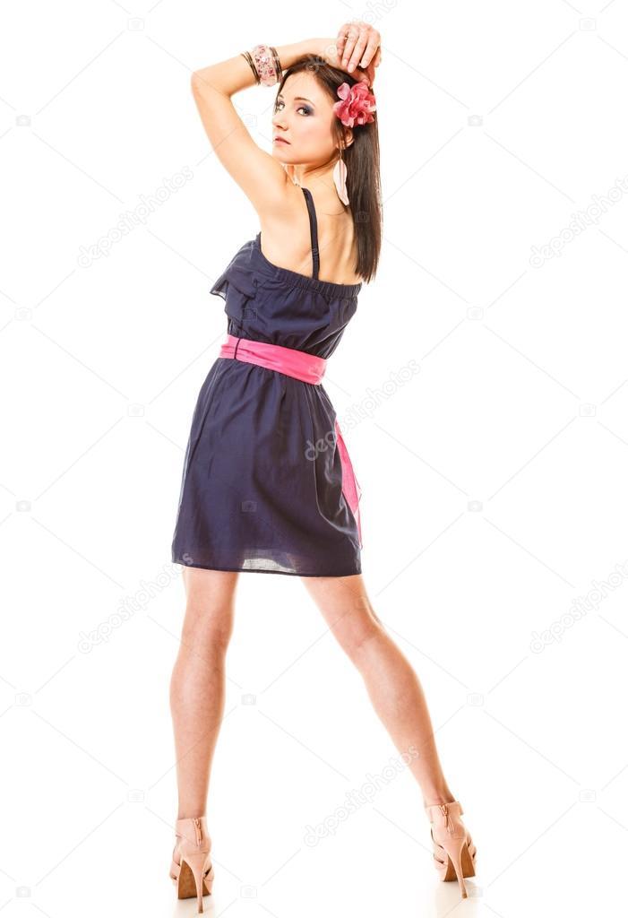 a25fc64c9c6a donna moda vestito estivo e tacchi alti — Foto Stock © Voyagerix ...