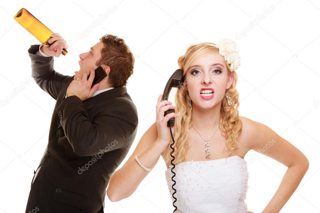 Hochzeit. wütend Braut und Bräutigam sprechen am Telefon — Stockfoto ...