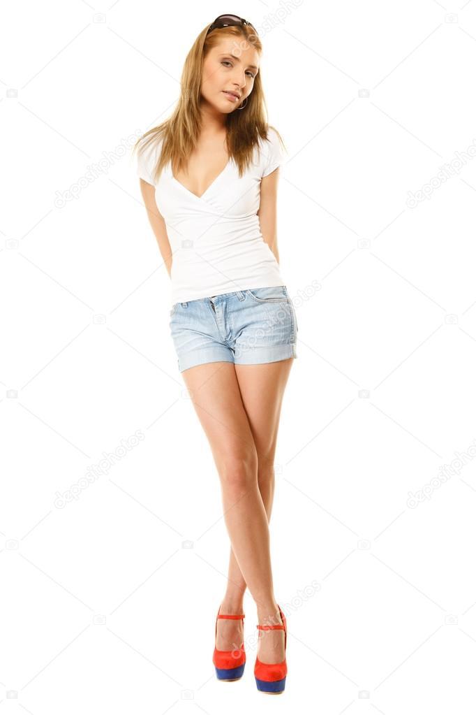 Высокая блондиночка в шортиках старых