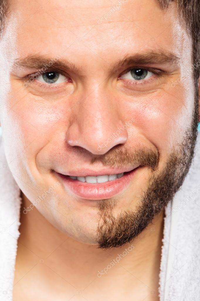 Glücklicher Mann Mit Halb Gesicht Bart Haare Rasiert Stockfoto