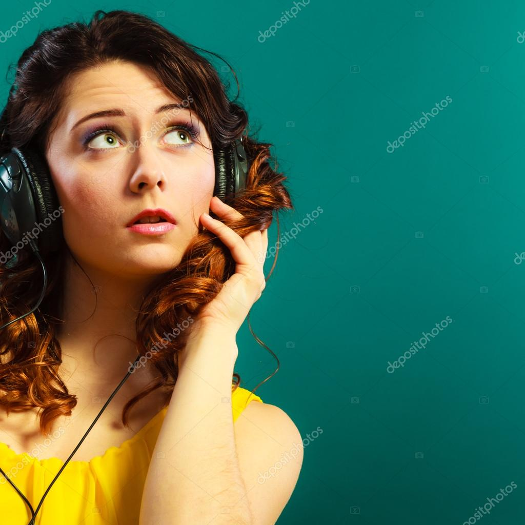 girl in big headphones listening music mp3 relaxing — Stock
