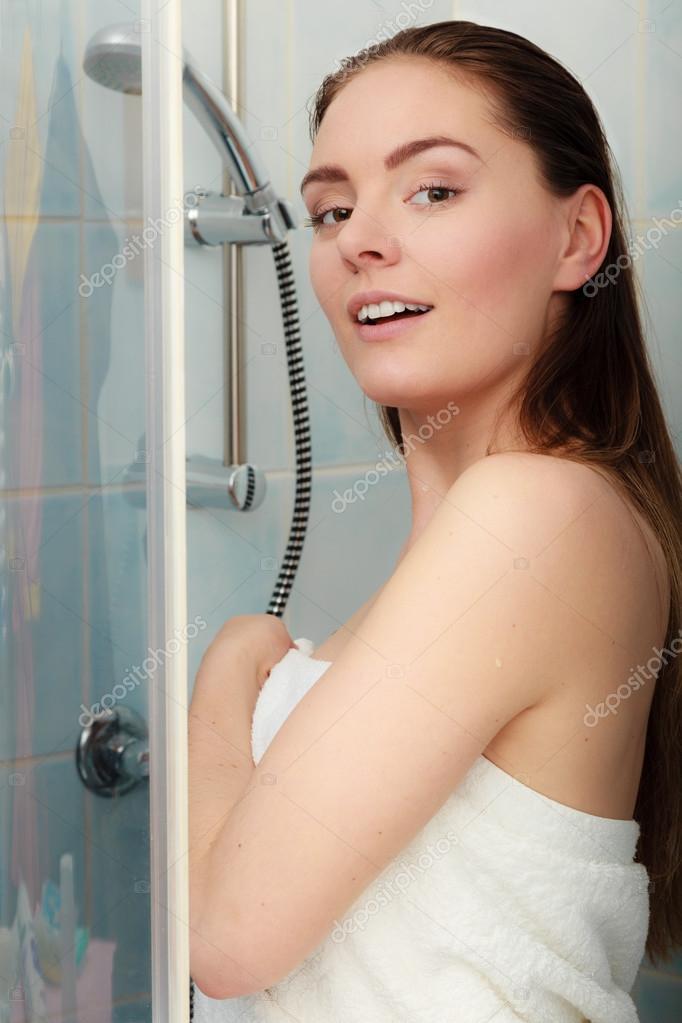 Bilder von nackten Mädchen in der Dusche