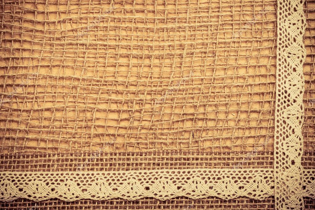 Marco de encaje sobre fondo de tela de arpillera — Foto de stock ...