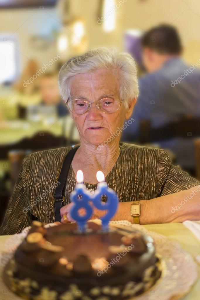 Gelukkige Verjaardag Van Een Oude Dame Stockfoto C Arnau2098 89149416