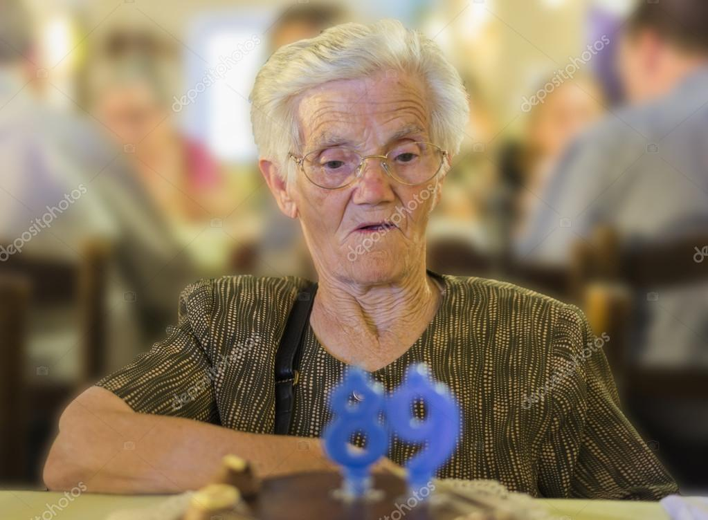 老婦人のお誕生日おめでとう — ...