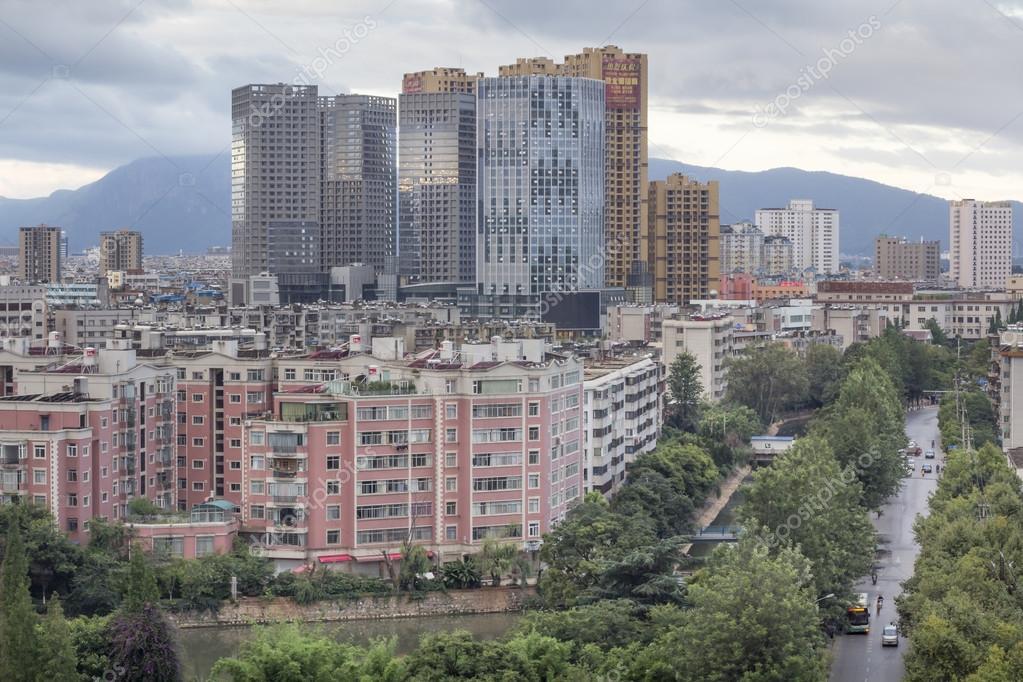 ダウンタウンの昆明市、中国 - ...