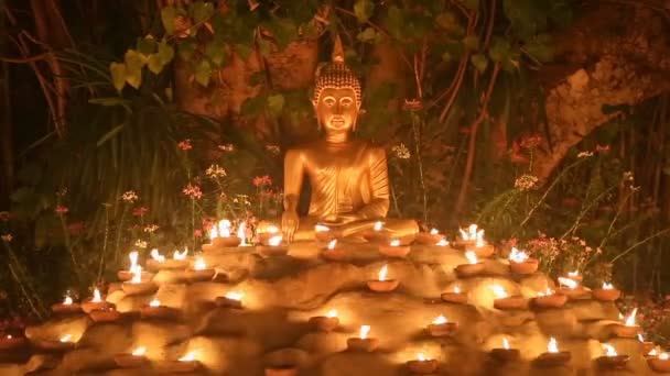 Magha puja nap, Szerzetesek fényt a gyertya a buddha, Chiang mai, Thaiföld.