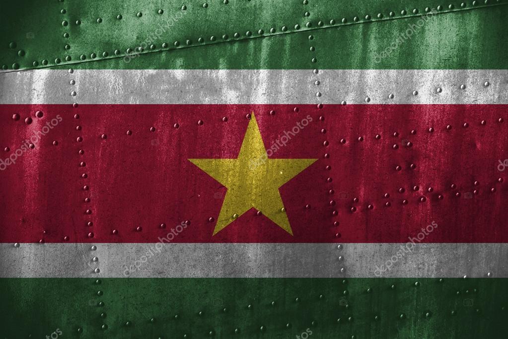 Metall Texutre oder Hintergrund mit Suriname Flagge — Stockfoto ...