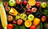 Ovoce a zelenina na stůl