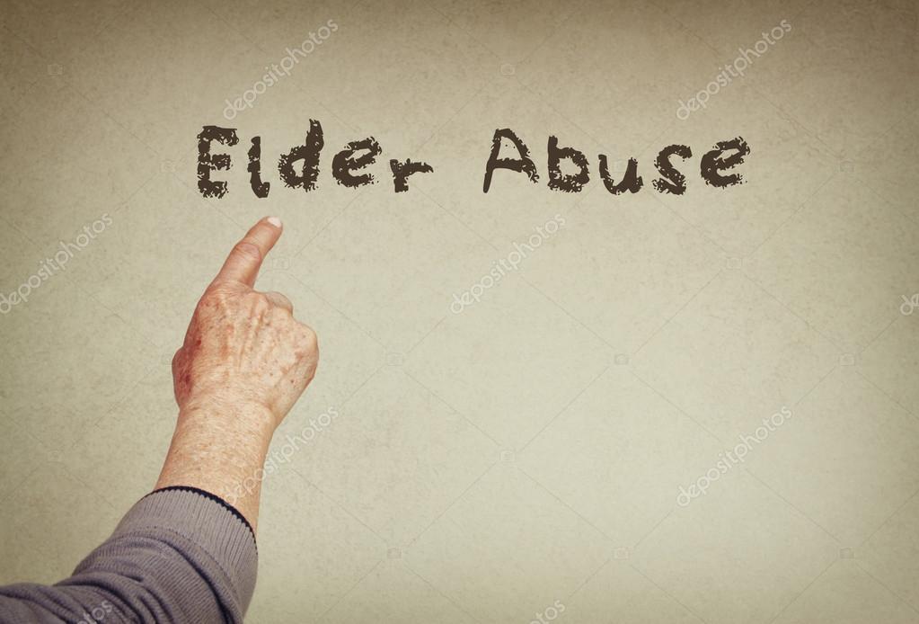 Mano De Hombre Senior Señalando El Texto Con La Frase El