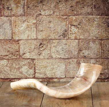 shofar (horn) on wooden table. rosh hashanah (jewish holiday) concept . traditional holiday symbol.