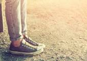 Fotografia close up image of girl in sneakers sitting on the bench