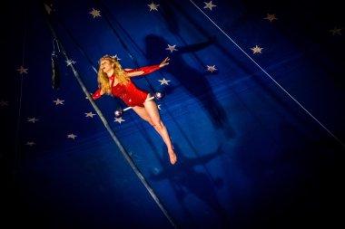 Kimberly Souren a trapeze artist